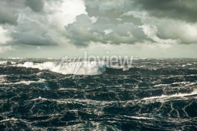 Quadro Onda enorme que cai para baixo em Storming Atlântico norte