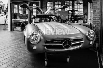 Fotomural Corpo Mercedes-Benz 300SL na oficina de restauração da Mercedes-Benz